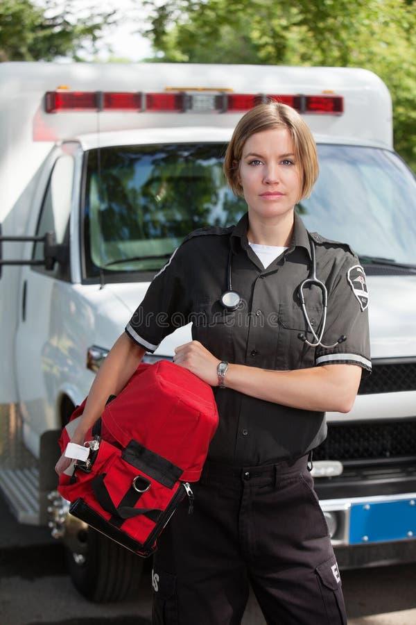 De Professionele Vrouw van EMS met de Eenheid van de Zuurstof stock afbeelding
