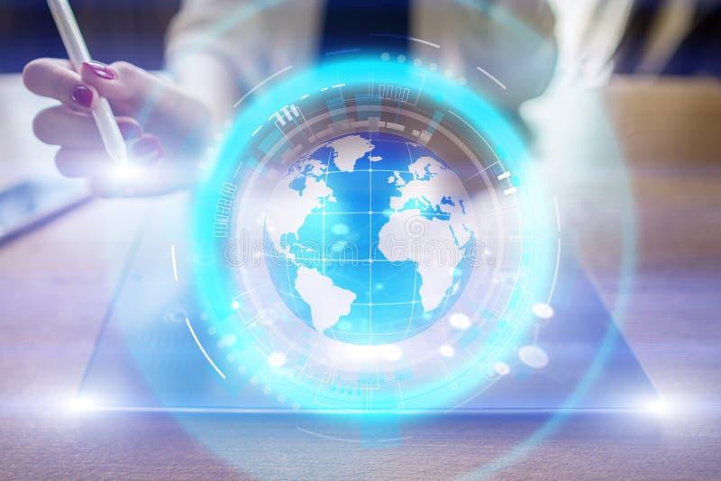 De projectie van het aardehologram op het virtuele scherm Gemengde media, Globale mededeling en internationaal bedrijfsconcept royalty-vrije illustratie