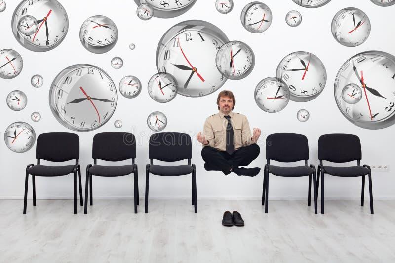 De projectleider buigende tijd van om uiterste termijnen te ontmoeten stock afbeeldingen