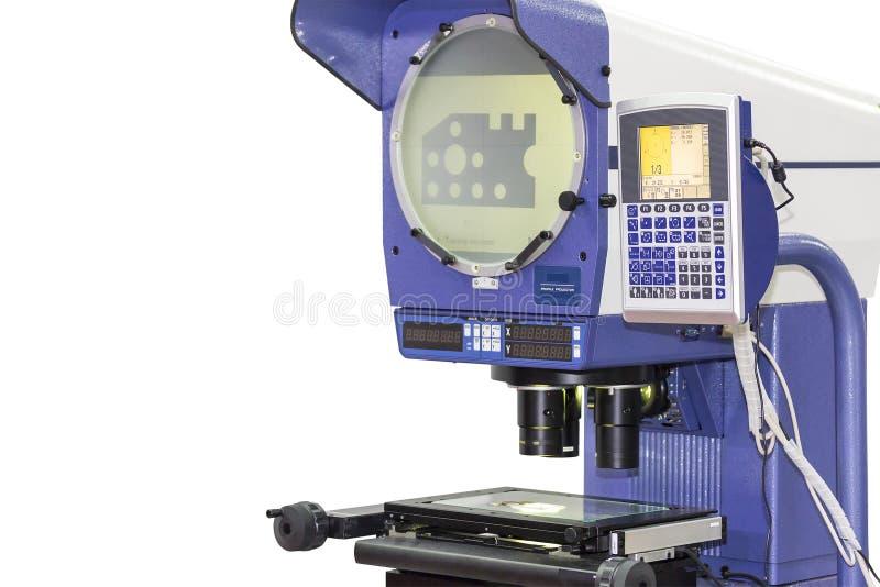 De projector die van het hoge precisieprofiel van die het silhouetscherm voor kwaliteitscontrole in industrieel meten op wit word stock fotografie
