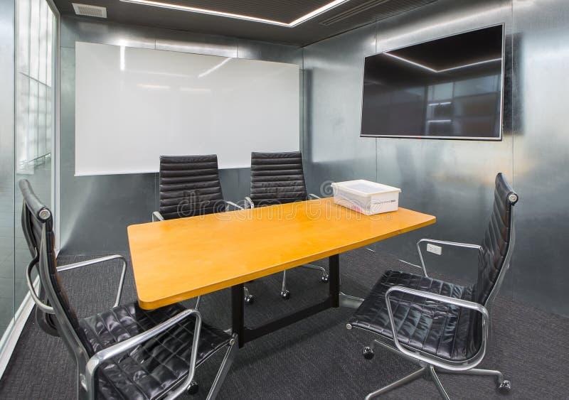 De projectorraad van de bedrijfsgegevensinformatie in conferentieruimte, me stock foto's