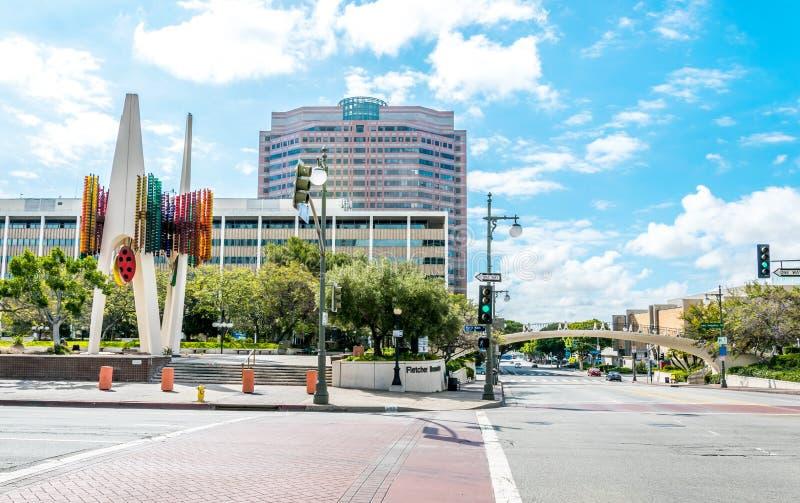 De promenade le centre ville de Los Angeles Main Street pendant le début de la matinée photographie stock libre de droits