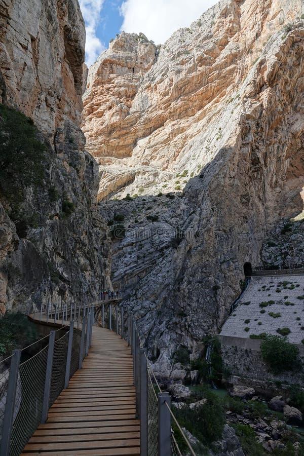 De promenade van de Gaitaneskloof in Caminito del Rey in Andalusia, Spanje stock afbeeldingen