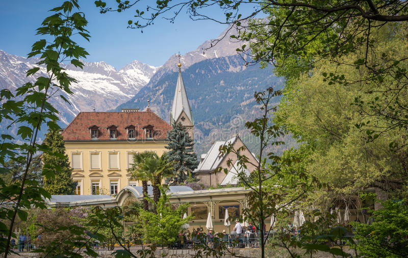 De promenades van Merano, Zuid-Tirol, Italië Zuiden Tyrol& x27; s historische gebouwen stock afbeeldingen