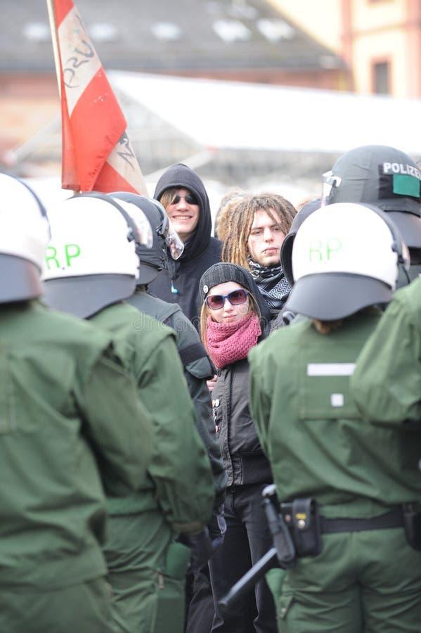 De protesteerder ving door Politie stock afbeelding