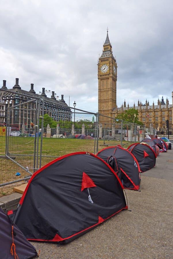 De protesteerders van de vrede dichtbij de Big Ben stock afbeelding