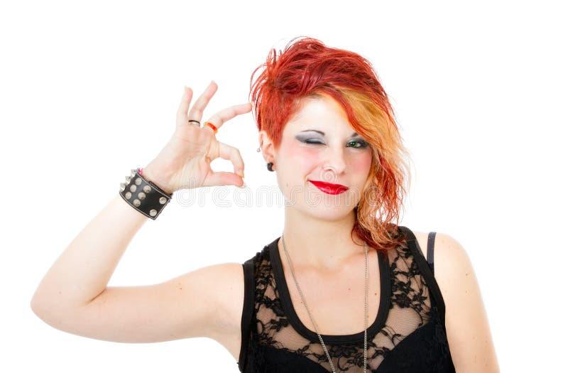 De punk vrouw zegt o.k. royalty-vrije stock afbeeldingen