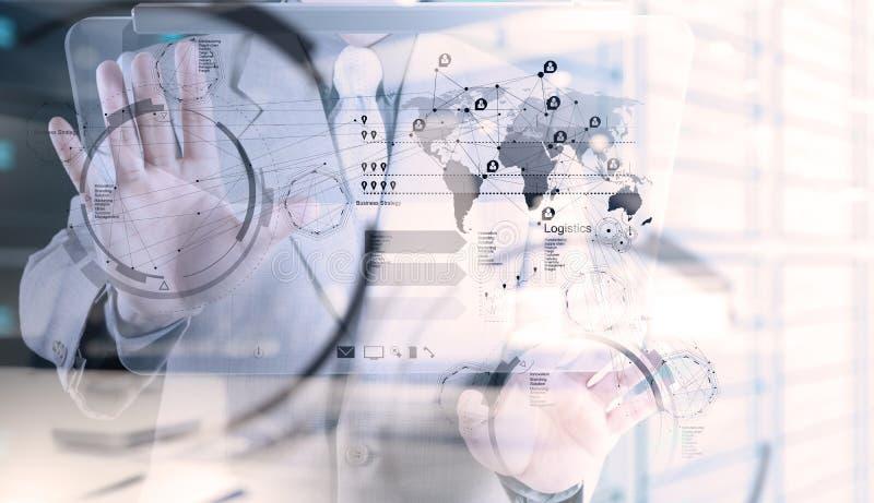 De punten van de zakenmanhand aan bedrijfsstrategie royalty-vrije stock afbeelding
