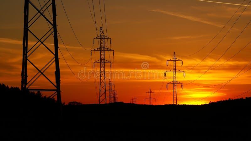 De Pylonen van de elektriciteit stock foto