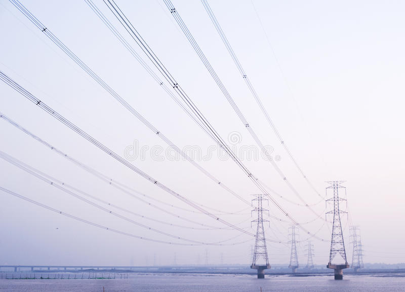 De pyloon van de elektriciteit stock afbeeldingen