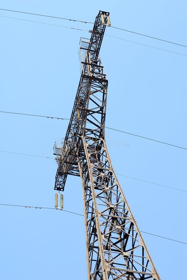 De Pyloon van de elektriciteit in de blauwe hemel stock foto's
