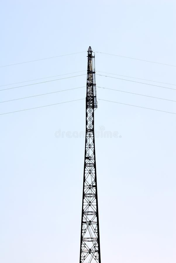 De pyloon van de elektriciteit in de blauwe hemel royalty-vrije stock afbeeldingen