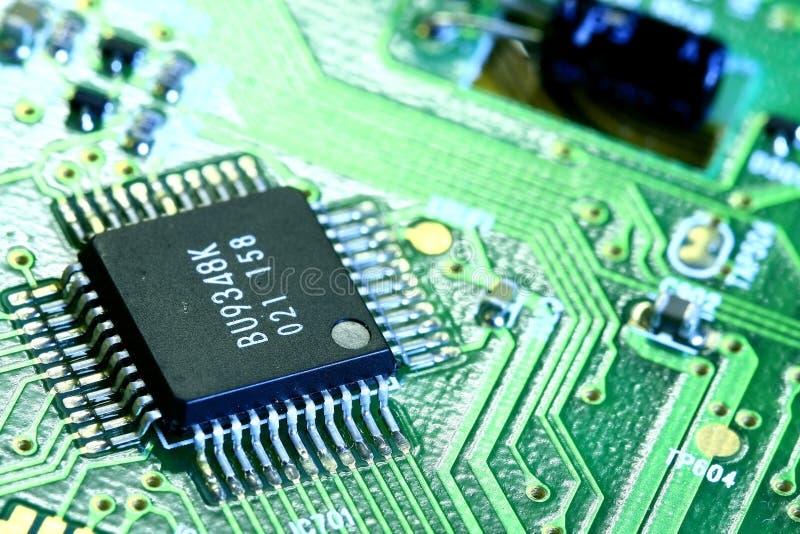 De raad van PCB en elektronische componenten stock afbeeldingen