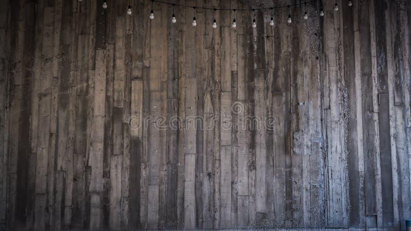 De raad vormde Concrete Textuur en van de bollen lichte decoratie ideeachtergrond royalty-vrije stock afbeeldingen