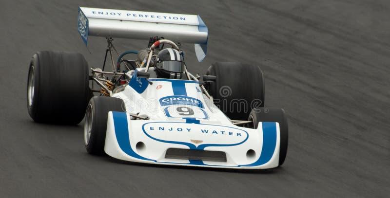 De raceauto van de chevron F1 stock afbeeldingen
