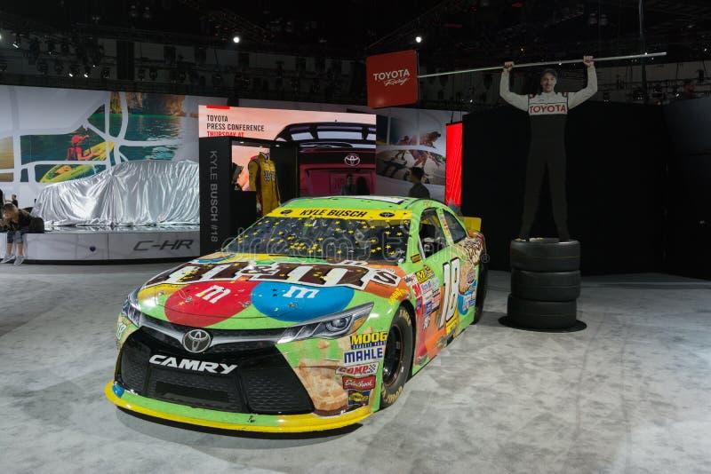 De raceauto van Kyle Busch ` s m&m Toyota Camry Nascar stock afbeeldingen