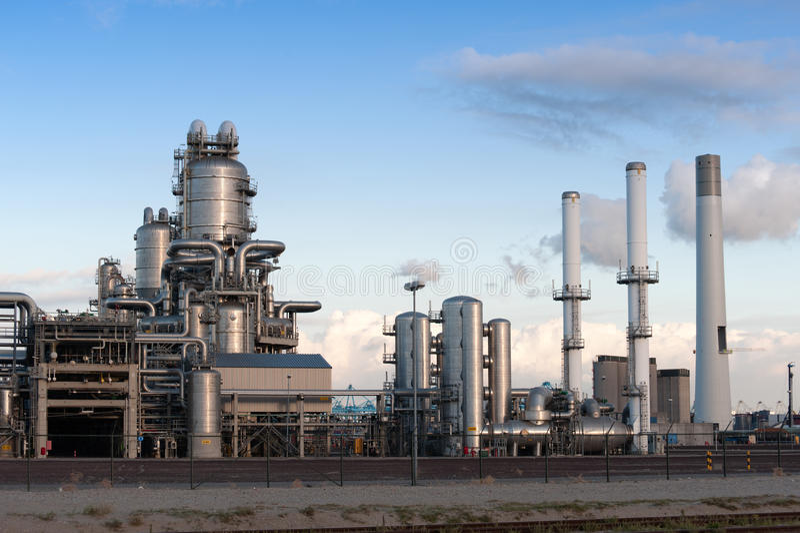 De raffinaderij van de olie royalty-vrije stock afbeelding