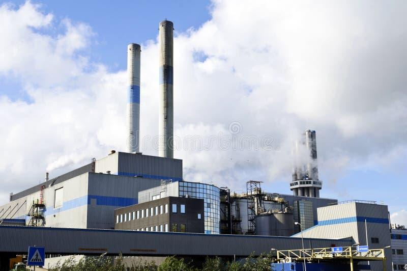 De raffinaderij van de olie en van het gas stock afbeelding