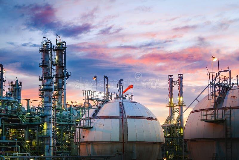 De raffinaderij van de olie en van het gas royalty-vrije stock foto