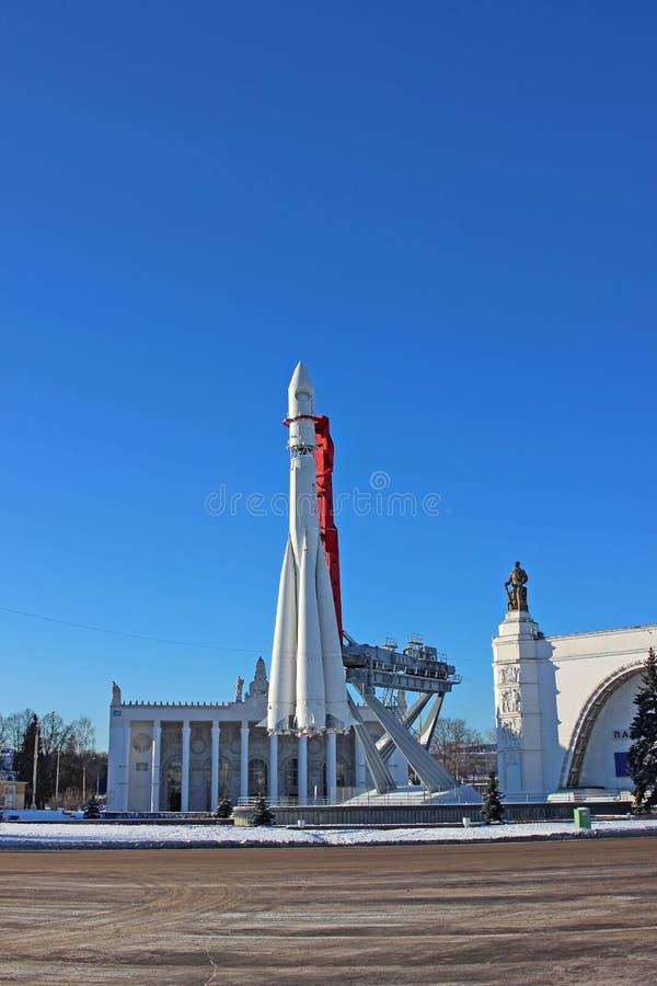 De raket Vostok op het lanceringsstootkussen royalty-vrije stock fotografie