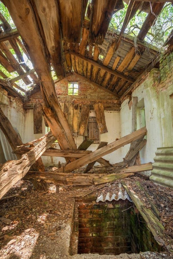 De Ramp van Tchernobyl Geruïneerd Verlaten Privé Buitenhuis met stock afbeeldingen