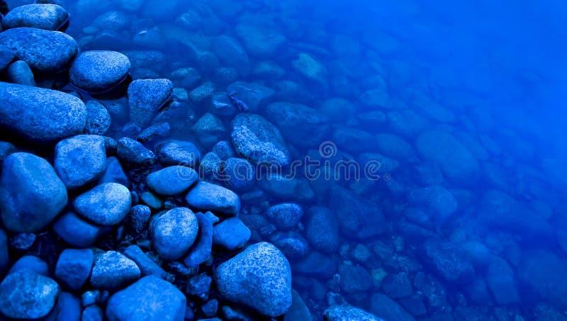 De rand van de rivier stock afbeeldingen