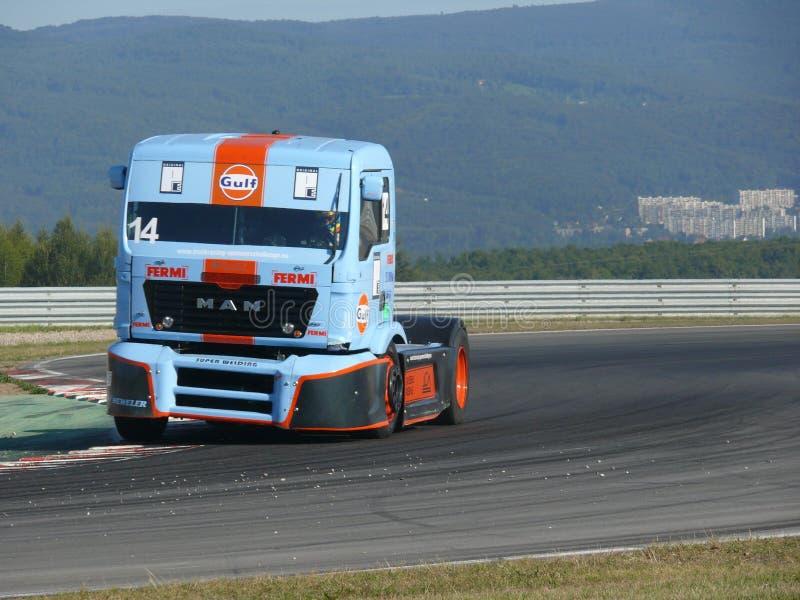 De rassen van de vrachtwagen stock afbeeldingen
