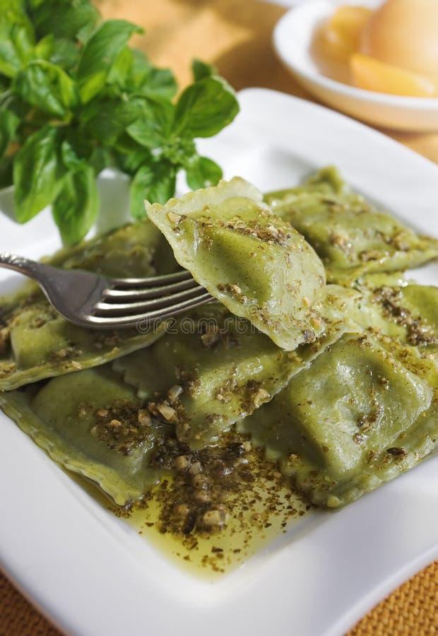 De ravioli van Pesto stock foto's