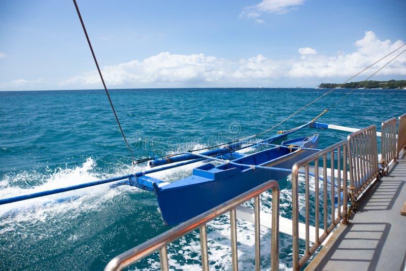 De reddingsboot op de veerboot op Filippijnen stock afbeeldingen
