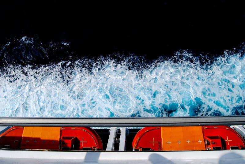 De Reddingsboot van het cruiseschip en Overzees Schuim stock foto