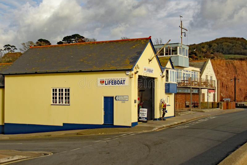 De Reddingsbootpost op het oostelijke eind van Sidmouth-Promenade Dit is een zelf gefinancierde onafhankelijke organisatie royalty-vrije stock afbeelding