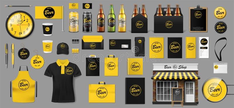 De reeks van realistische glasfles, verpakkend doos en aluminium kan malplaatje voor bierwinkel ontwerpen Brouwerijelementen voor royalty-vrije stock afbeelding