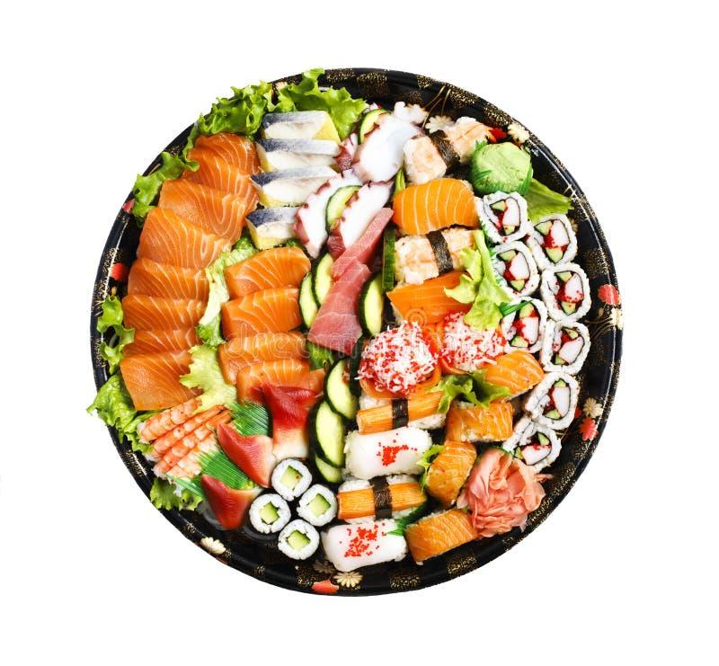 De reeks van sushi Verschillende die sashimi, sushi en broodjes op witte achtergrond wordt geïsoleerd stock foto's