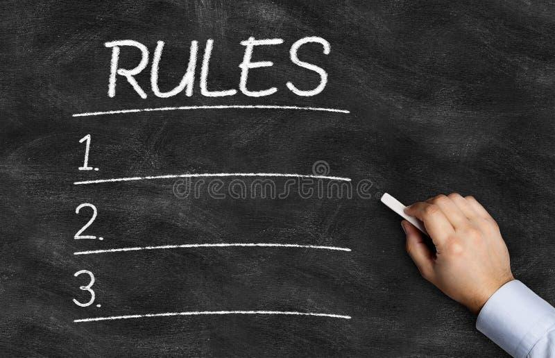 De regels maken van geschreven op het bord een lijst royalty-vrije stock foto