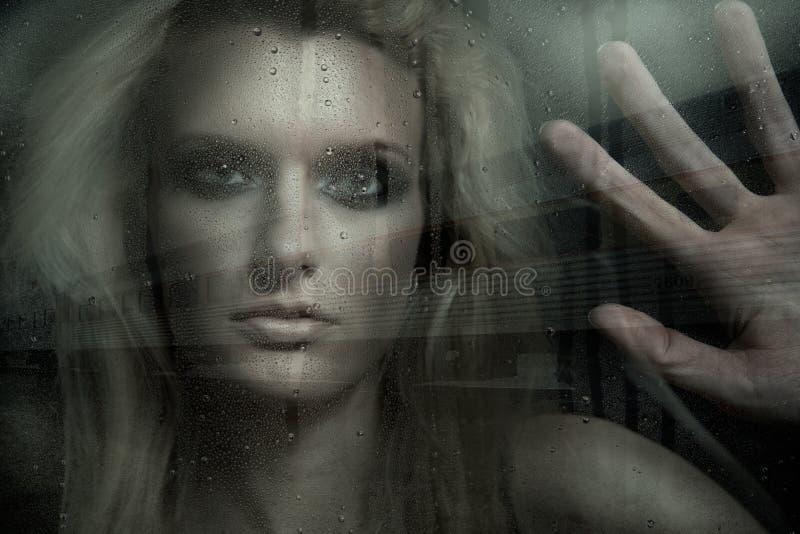 In de regen stock foto's