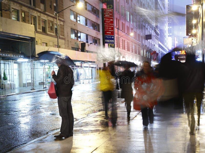 Regen in de stad Manhattan stock foto's