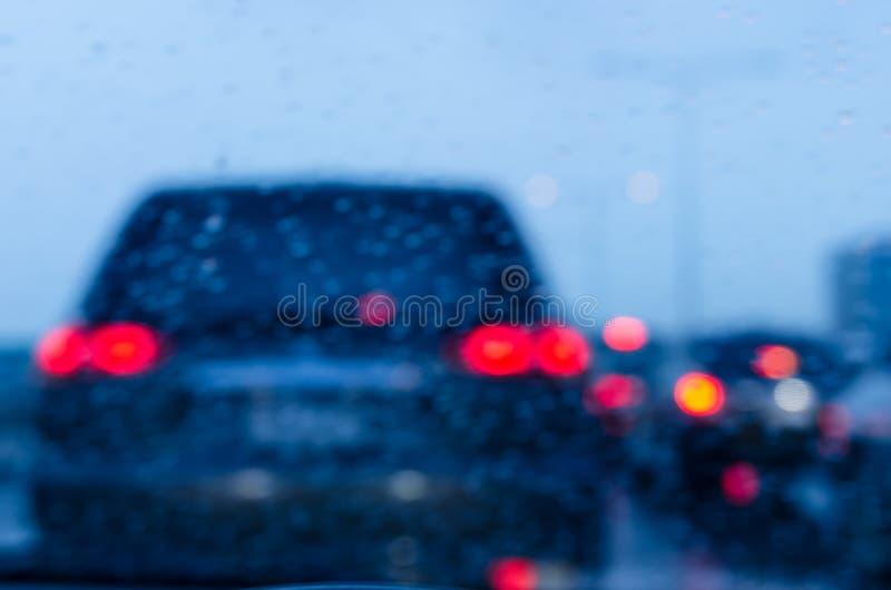 de regen van de onduidelijk beeldauto royalty-vrije stock afbeeldingen