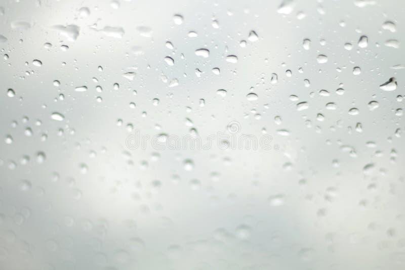 De Regen van de waterdaling, Regendruppelwater op glas Selectieve Nadruk royalty-vrije stock foto's