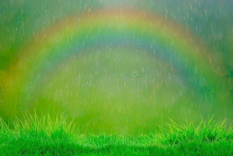 De regen van de zomer Abstracte natuurlijke achtergronden met regenboog royalty-vrije stock foto's