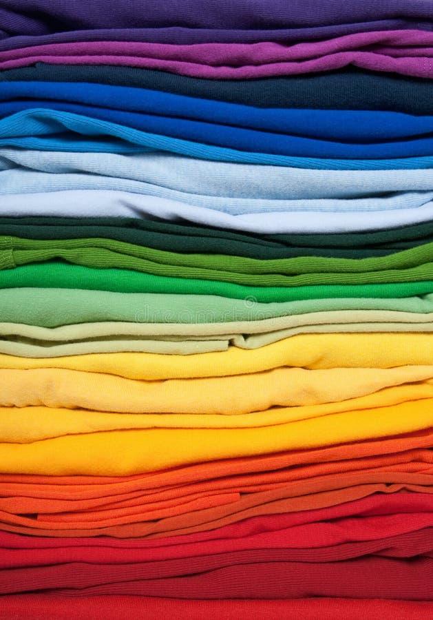 De regenboog kleedt achtergrond stock fotografie