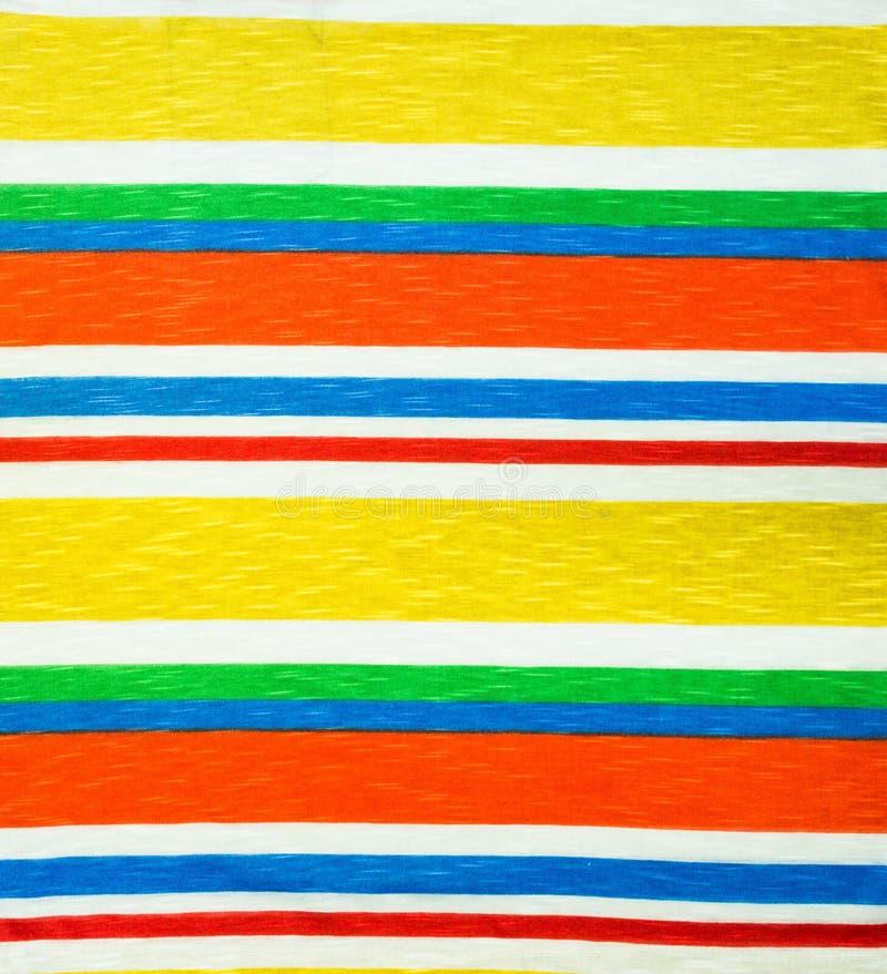 De regenboog kleedt achtergrond, kleurrijke kleren stock foto's