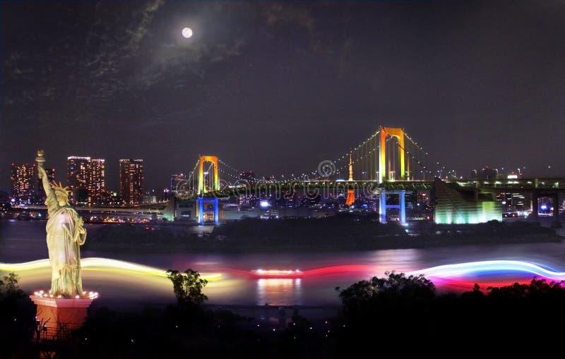 De Regenboogbrug bij de Baai van Tokyo in Japan royalty-vrije stock fotografie