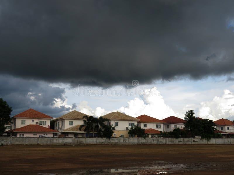 De regenwolken vormen zich royalty-vrije stock foto