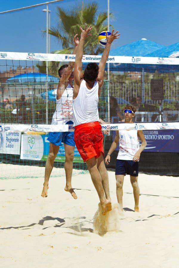 De regionale toernooien van het strandvolleyball - mens royalty-vrije stock fotografie