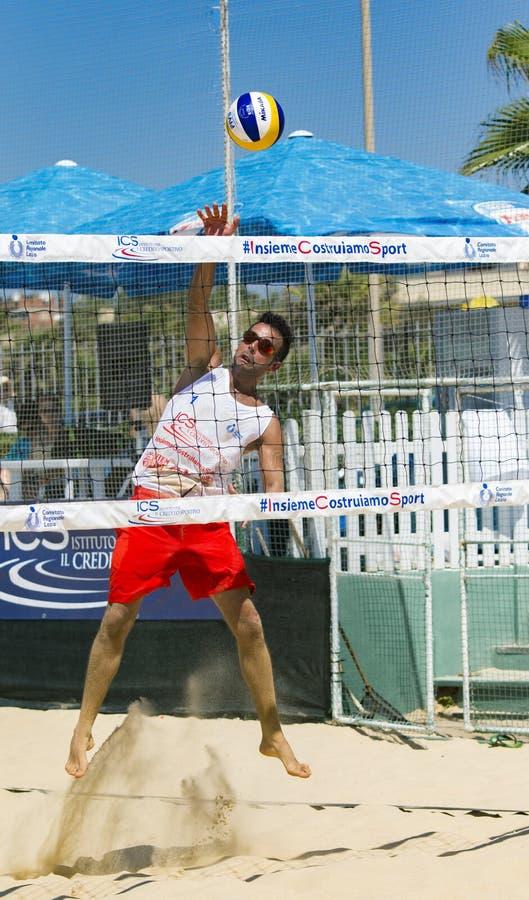 De regionale toernooien van het strandvolleyball - mens royalty-vrije stock afbeeldingen