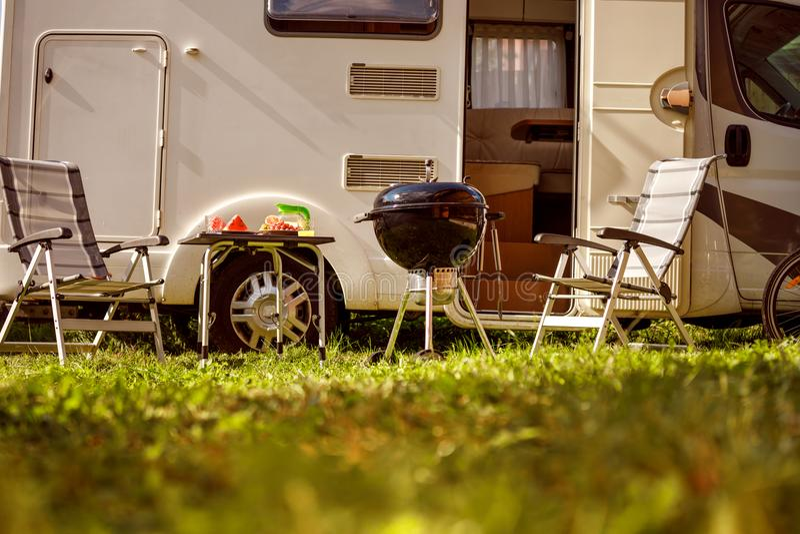 De reis rv, vakantiereis van de familievakantie in motorhome, Caravanca stock foto's