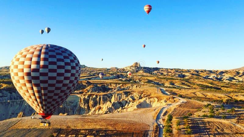 De reis van de hete luchtballon Ontdek cappadocia royalty-vrije stock afbeelding