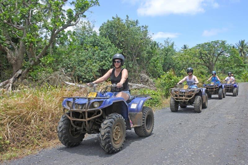 De reis van het de safariavontuur van de vierlingfiets in Rarotonga Cook Islands stock fotografie
