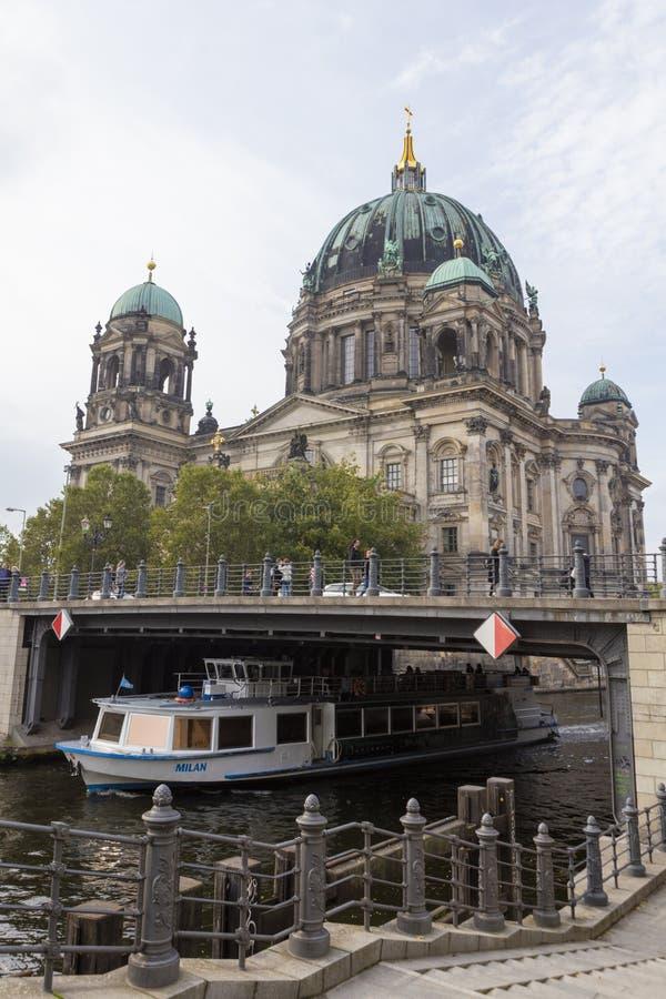 De reis van de rivierstad en Berlin Dome royalty-vrije stock foto