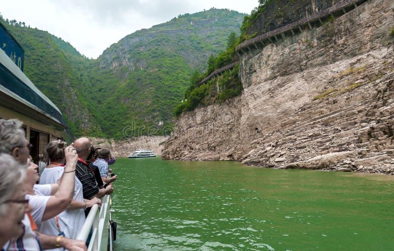 De reis van toeristen door schip stock afbeeldingen